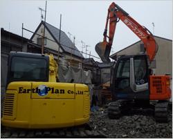 重機による建物解体2