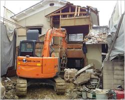 重機による家屋解体